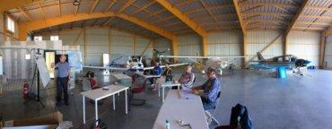 1ère réunion du bureau dans le hangar !